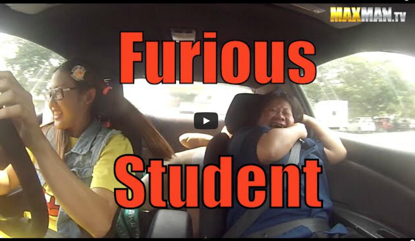 Как соблазнить инструктора по вождению рядом другая