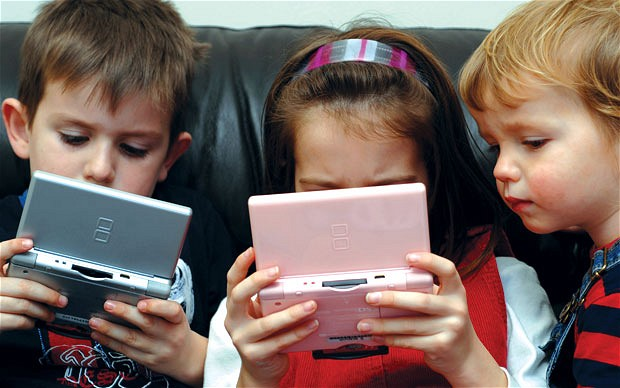 mom warns fellow parents to monitor children's usage of gadgets