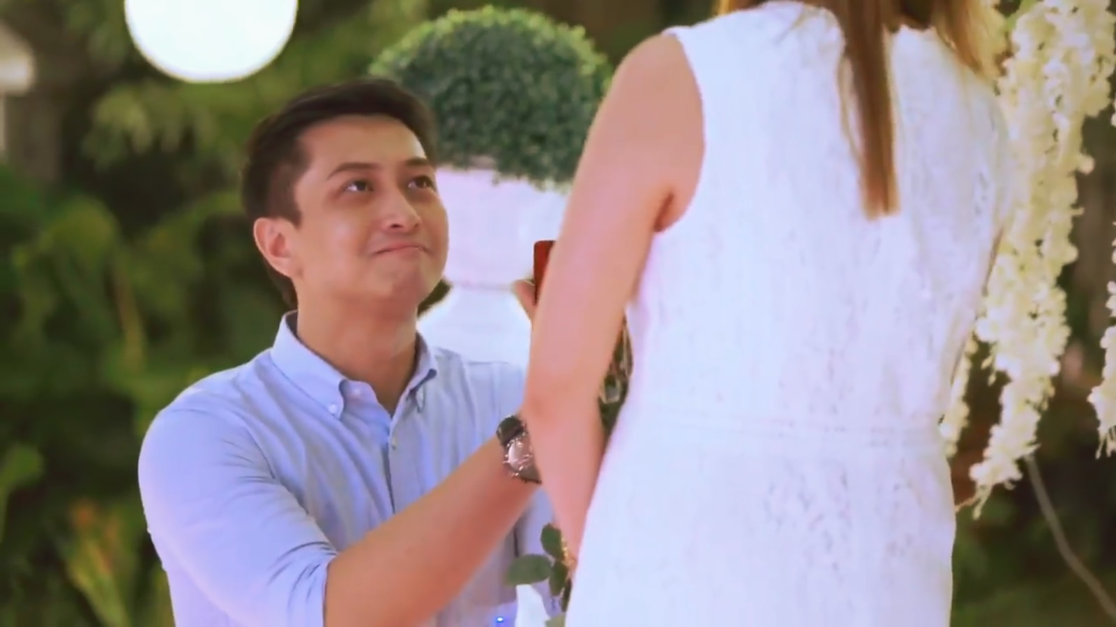 Watch Couple Goes Viral for Hilarious Wedding Photos Of Their Third Wheeling Best Man video